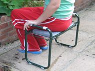 Folding kneeler stool