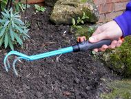Small cultivating tool